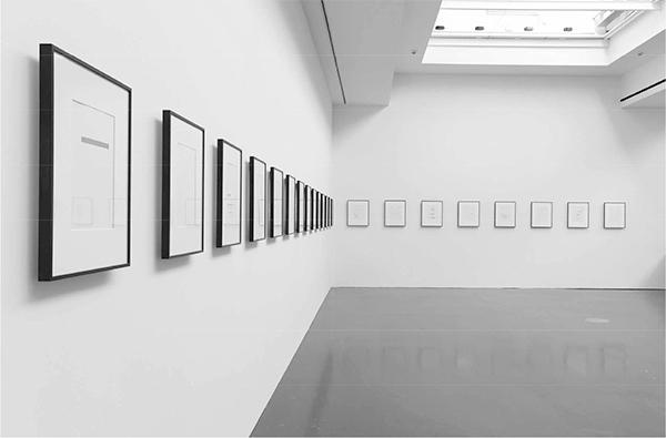 Cerith Wyn Evans: Un coup de dés jamais n'abolira le hasard, 2009. Photo: Kunsthalle Düsseldorf / Kunstverein für die Rheinlande und Westfalen